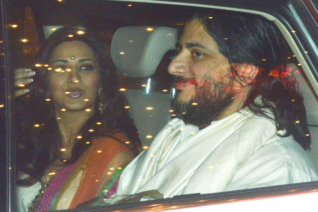 Sonali Bendre With Hubby Goldie Behl At Big B's Diwali Bash
