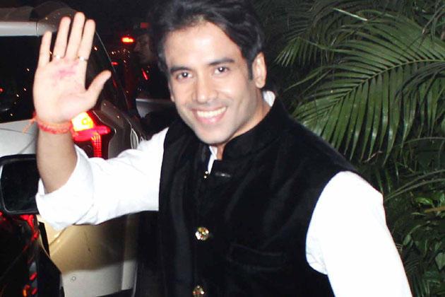 Tusshar Kapoor Greets His Fans At Big B's Diwali Bash