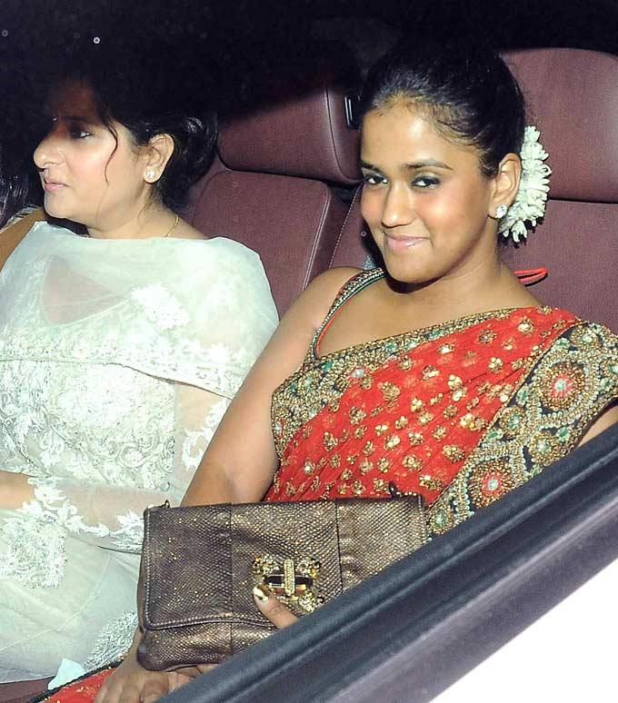 Arpita Khan Smiling Pose At Shilpa Shetty Diwali Bash