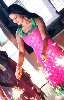 Veena Malik Enjoyed With Fire Cracker At Diwali Celebration