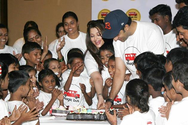 Abhishek And Aishwarya Cake Cutting Photo With The Children At Magic Bus Event On Children's Day
