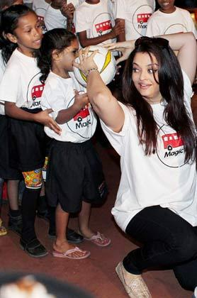 Aishwarya With Children's At Magic Bus Event On Children's Day Celebration