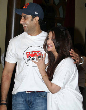 Aishwarya With Hubby Abhishek Sizzling And Dashing Still At Magic Bus Event On Children's Day