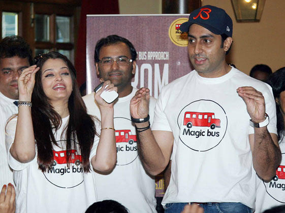 Aishwarya With Hubby Abhishek Smiling And Attractive Look Still At Magic Bus Event On Children's Day Celebration