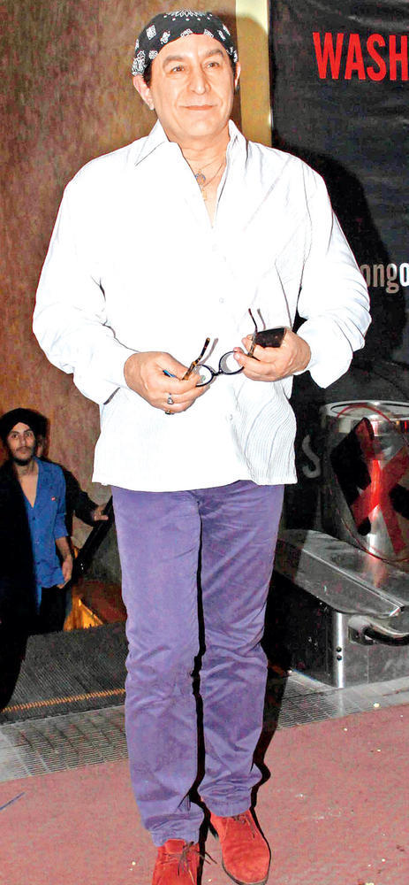 Dalip Tahil Pose For Camera At Son Of Sardaar Special Screening