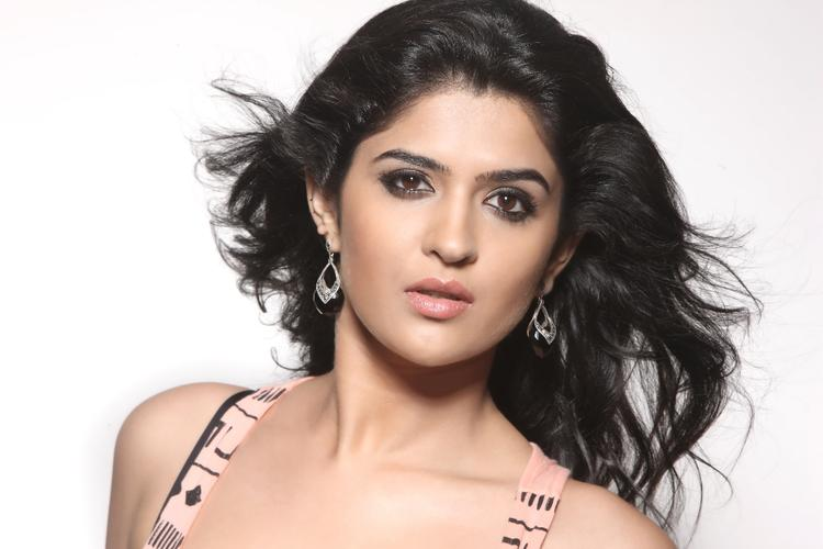 Deeksha Cute Sexy Pose Photo Shoot