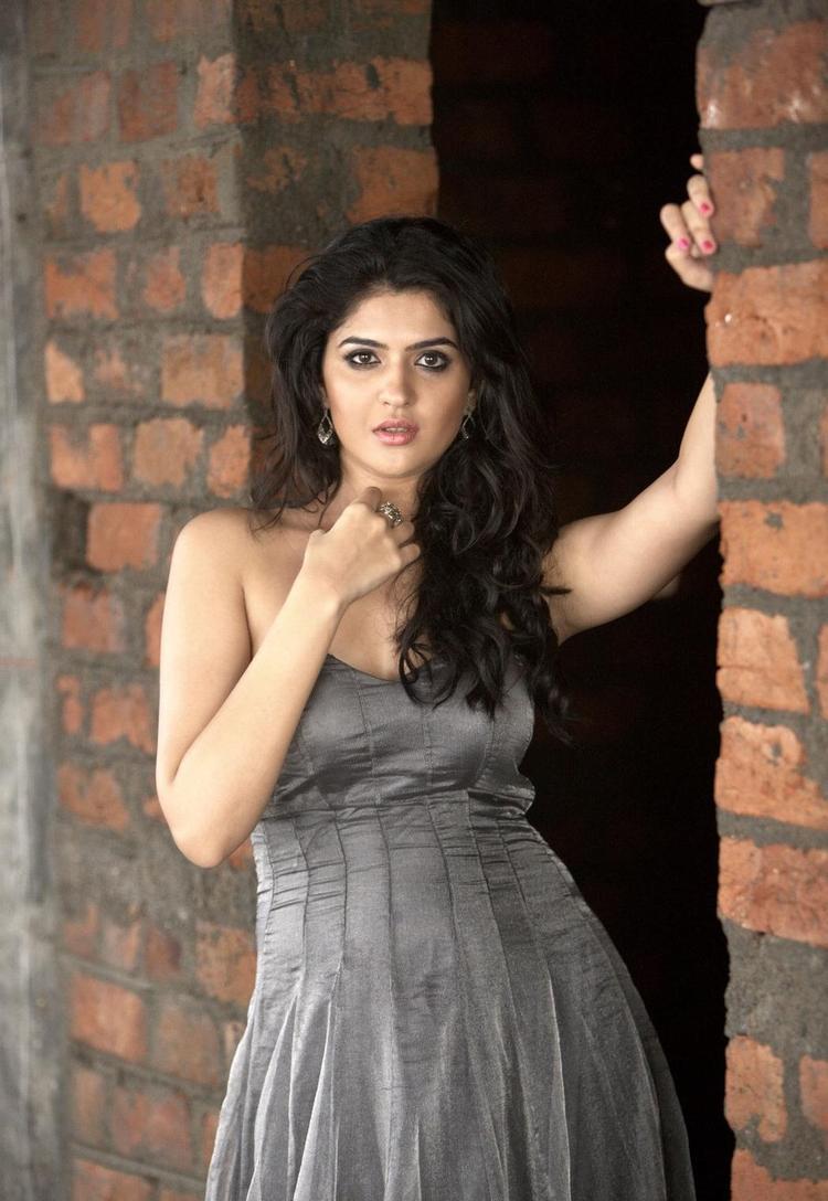 Deeksha Hot Gorgeous Pic