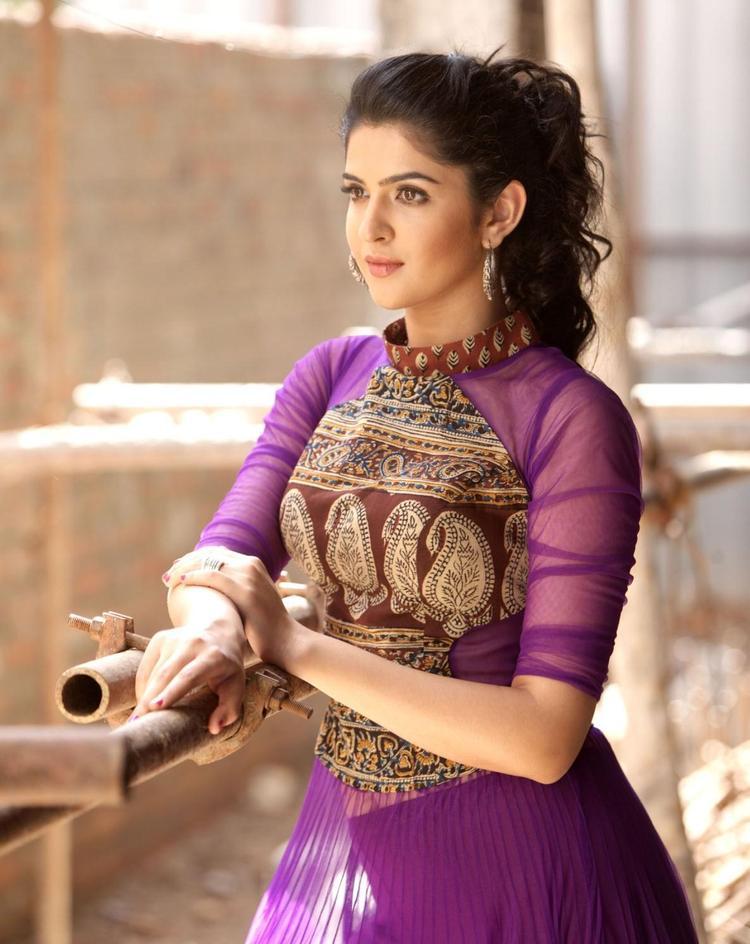 Deeksha Sizzling And Dashing Photo Shoot