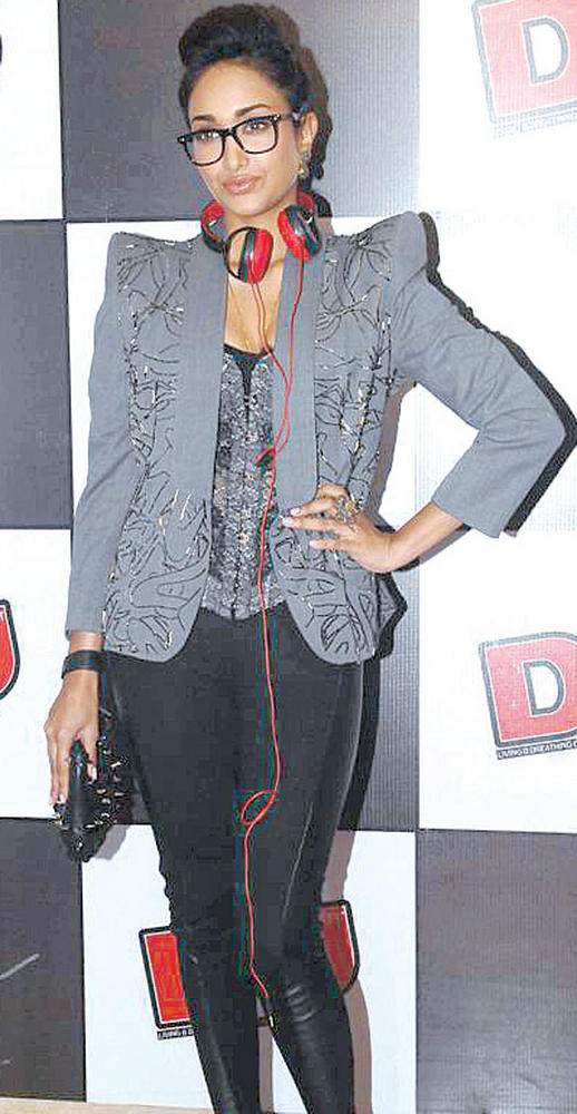 Jiah Khan Stylish Look In spectacle