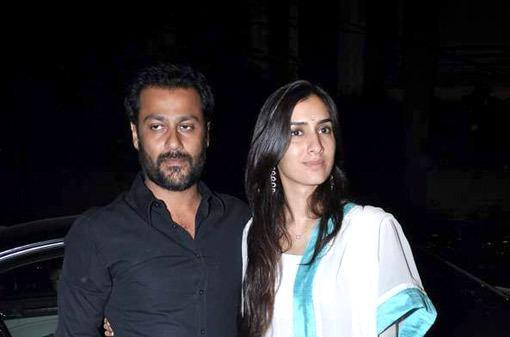 Abhishek With Wife Arrived At Ekta Kapoor Diwali Bash