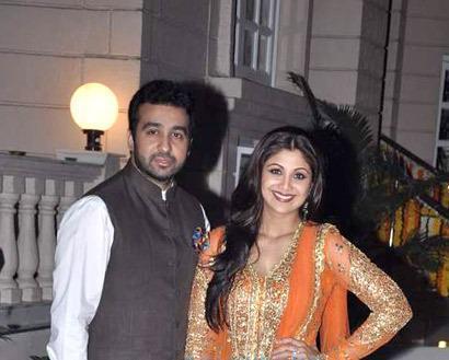 Raj With Wife Shilpa Posed For Camera At Ekta Kapoor Diwali Bash