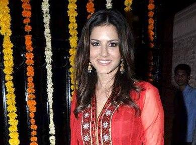 Sunny Looked Ravishing In A Red Ensemble At Ekta Kapoor Diwali Bash