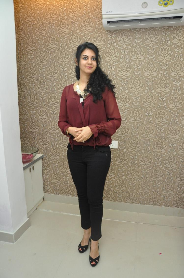 Kamna Sizzling And Attractive Look At Naturals Franchise Launch