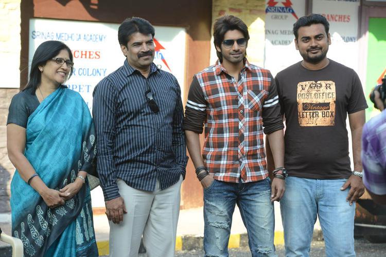 Susanth,Susheela,Karthik And Chintalapudi Posed For Camera On Adda Movie Location