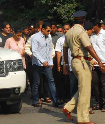 Salman Khan Visit Unwell Bal Thackeray At Matoshree