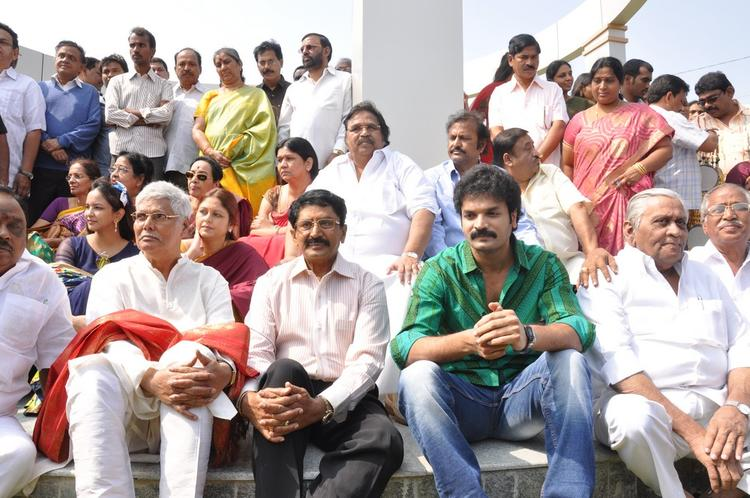 Dasari Narayana And Mohanbabu  With The Guests Snapped At Dasari Padma Memorial Event