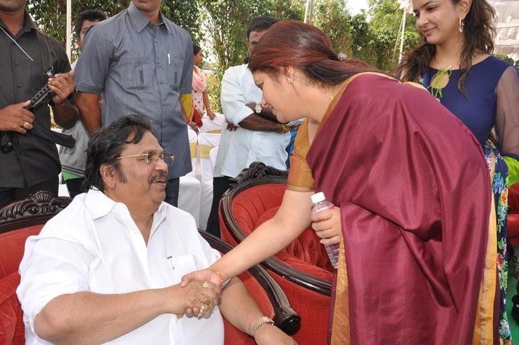 Dasari Narayana Greeting The Guest Photo At Dasari Padma Memorial Event
