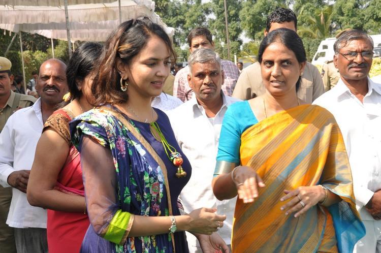 Lakshmi Arrived At Dasari Padma Memorial Event
