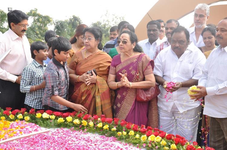 Tollywood Celebs  Worship Photo At Dasari Padma Memorial Event