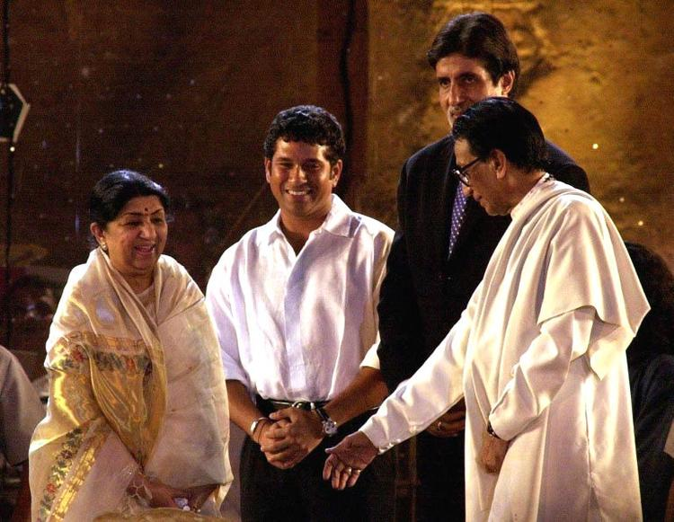 Bal thackeray With Amitabh,Lata Mangeshkar And Sachin For Concert In Aid Of The Gujarat Earthquake Victims