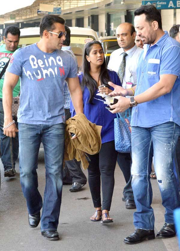 Salman With His Sister Arpita And Bodyguard Shera At Mumbai Airport