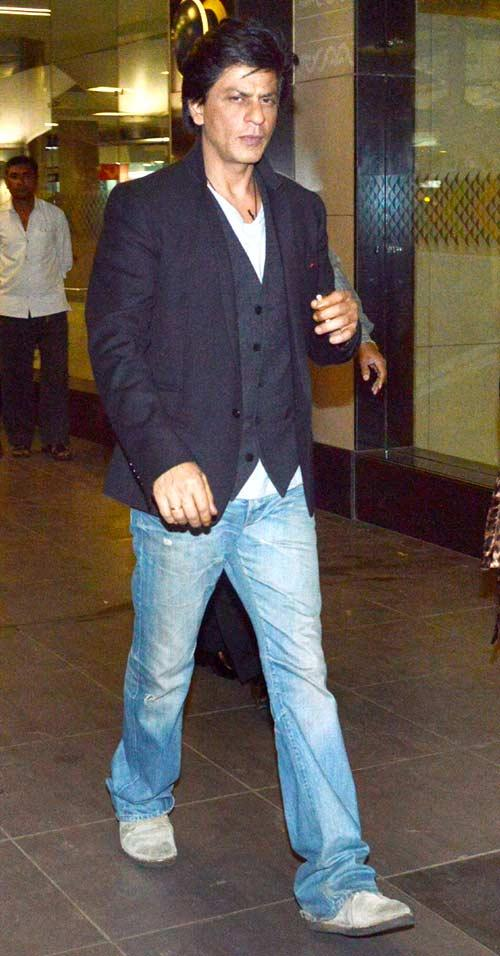 Shahrukh Khan Snapped At Mumbai Airport