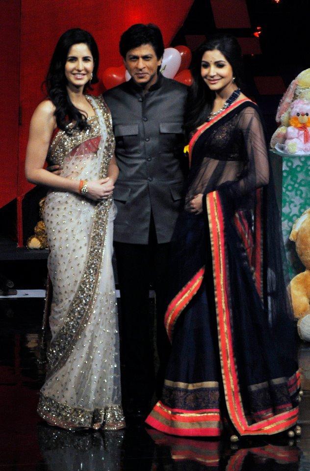 Katrina,Shahrukh And Anushka Cute Smiling Photo Clicked At India's Got Talent Grand Finale