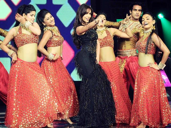 Malaika Rocking Dancing Performance On The Sets Of India's Got Talent Grand Finale