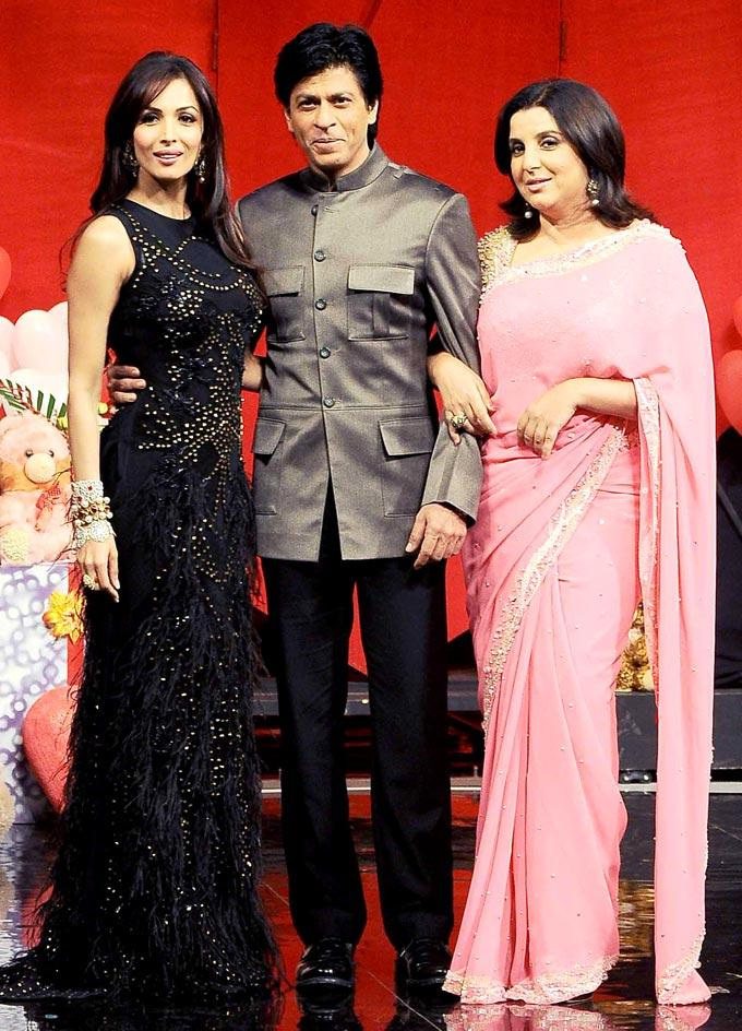 Shahurkh With Judge Malaika And Farah Posed For Camera On The Sets Of India's Got Talent Grand Finale
