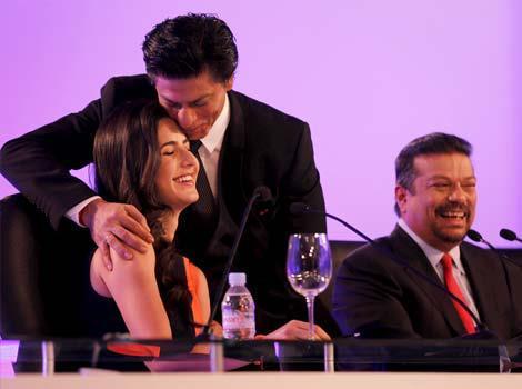 Shahrukh Kisses Katrina Forehead At HT Leadership Summit