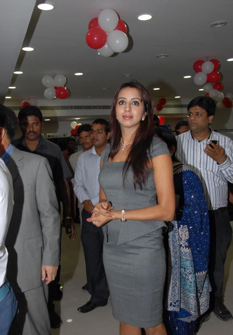 Sanjana At Bajaj Electronics Opening In Madhapur
