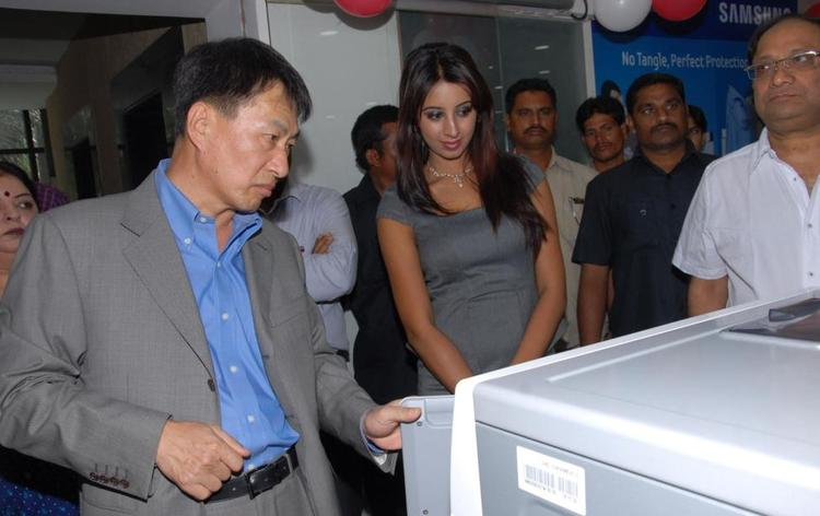 Sanjana Launches Bajaj Electronics Showroom