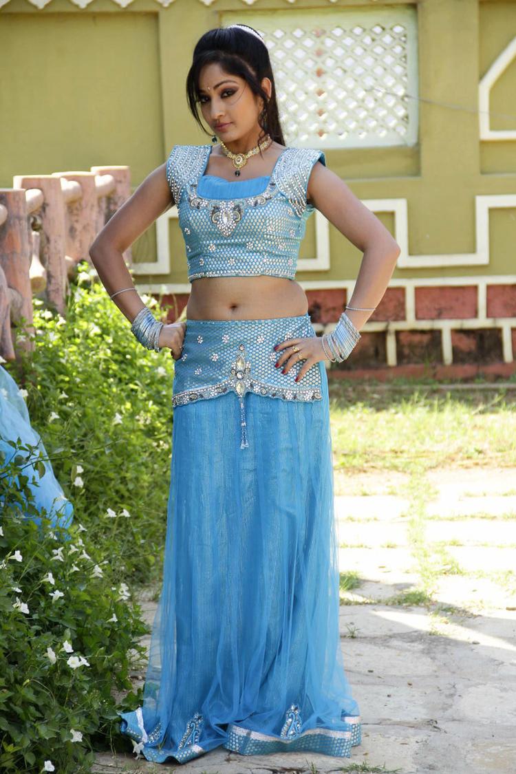 Madhavi Sexy Look Still From Chudalani Cheppalani Movie