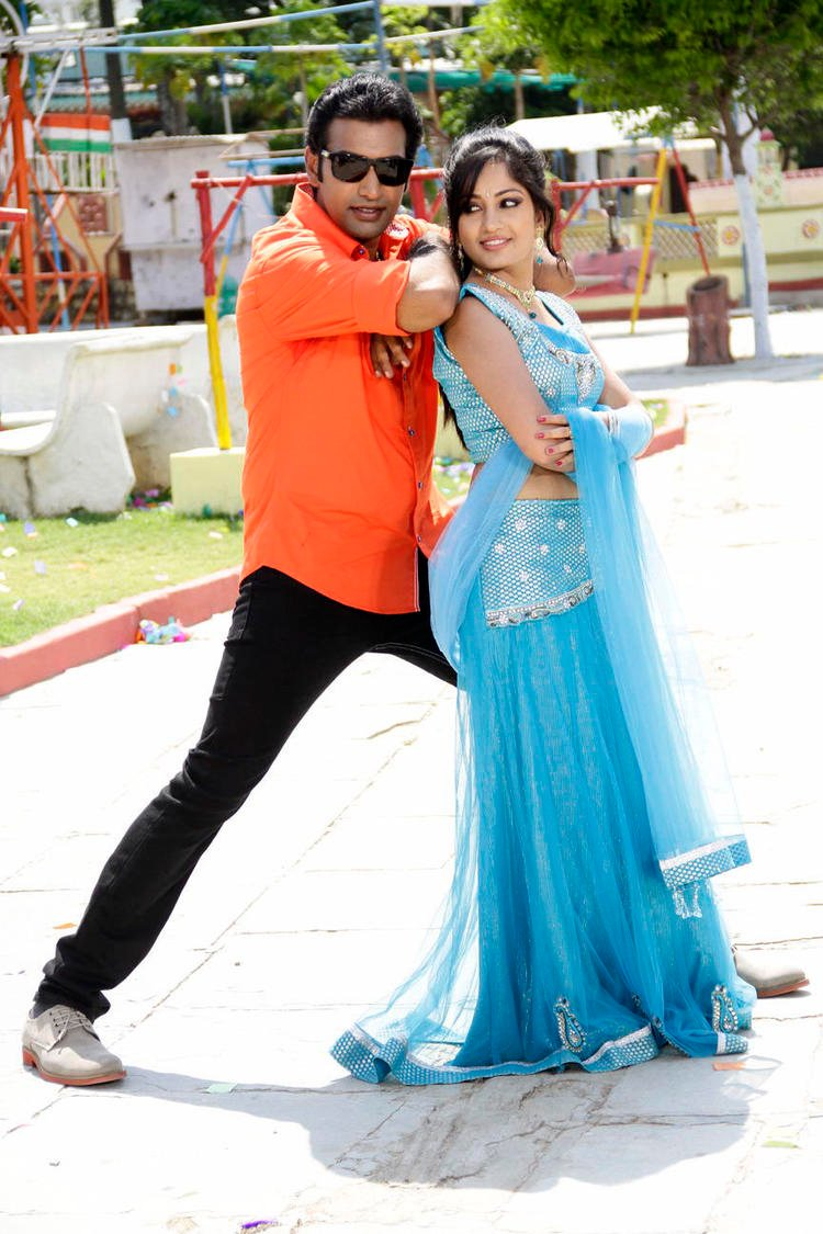 Taraka And Madhavi Dancing Still From Chudalani Cheppalani Movie