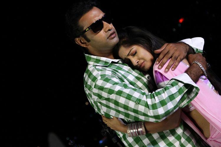 Taraka And Madhavi Hot Romantic Scene From Chudalani Cheppalani Movie