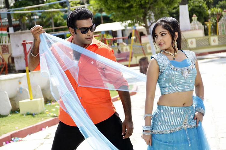 Taraka And Madhavi Nice Dancing Still From Chudalani Cheppalani Movie