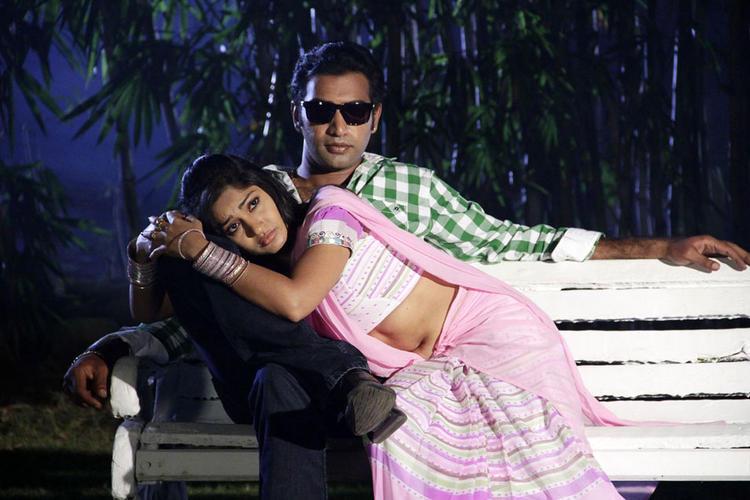 Taraka And Madhavi Romantic Scene From Chudalani Cheppalani Movie