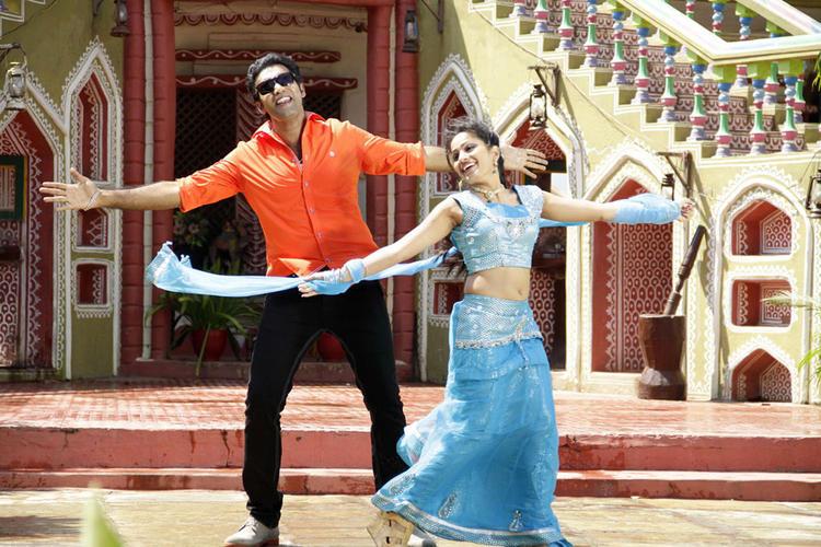 Taraka And Madhavi Song Still From Chudalani Cheppalani Movie
