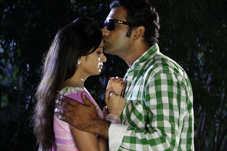 Taraka Kisses Madhavi Forehead Nice Still From Chudalani Cheppalani