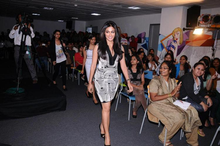 Chitrangda Walking Still  At The Launch Of Star N Style 2nd Edition