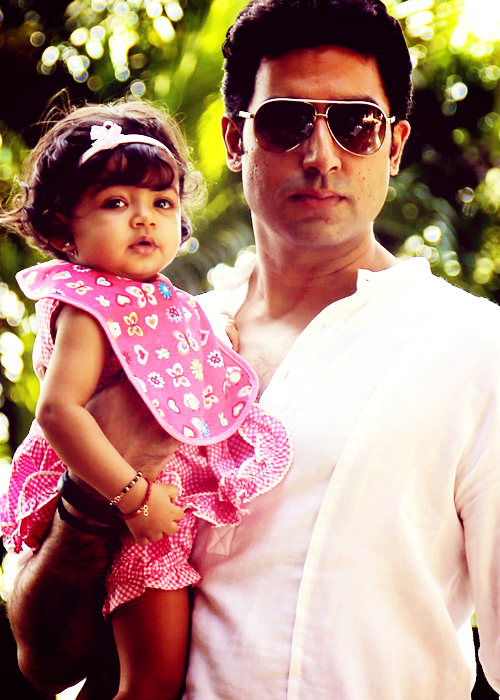 Abhishek With His Cutest Daughter Aaradhya Elegant Look Photo On Her First Birthday