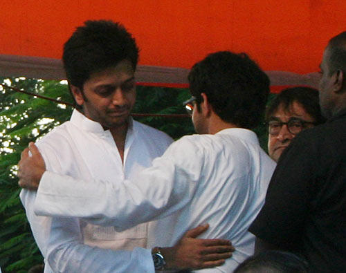 Riteish Arrived At The Funeral Of Balasaheb Thackeray