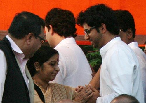 Sushma Swaraj Grace The Funeral Of Balasaheb Thackeray