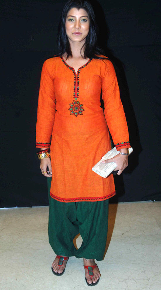 Tejaswini Pandit Sizzling And Attractive Look In A orange Green Patiala Dress
