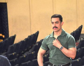 Amir Khan Glamour Look Still From The Sets Of CID