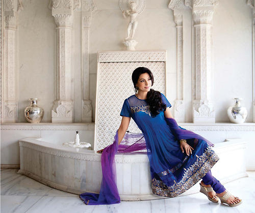 Juhi Chawla Sizzling And Attractive Photo Shoot For Hello India November 2012 Edition