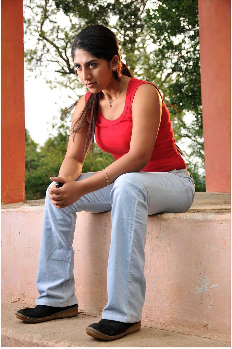 Ayesha Angry Look Photo Still From Kannada Movie Sidilamari
