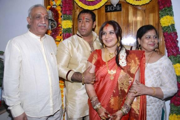 Pooja And Anand With Family Friends Posed For Camera On Their Engagement Function