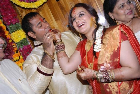 Pooja And Anand Gorgeous Photo On Their Engagement Function