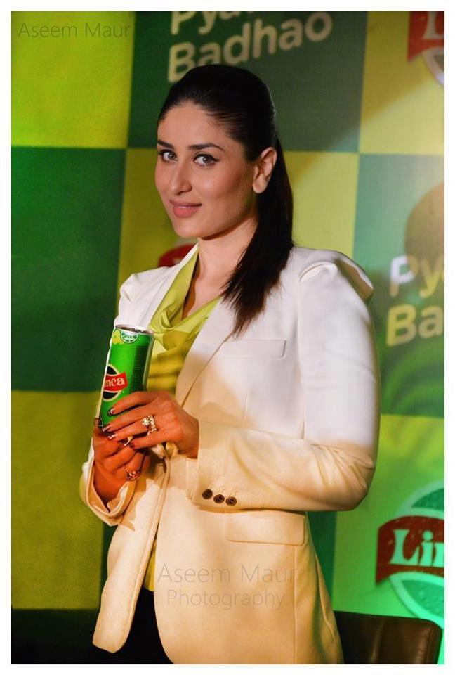 Kareena Cute Smile With Expression At Limca Promotional Event